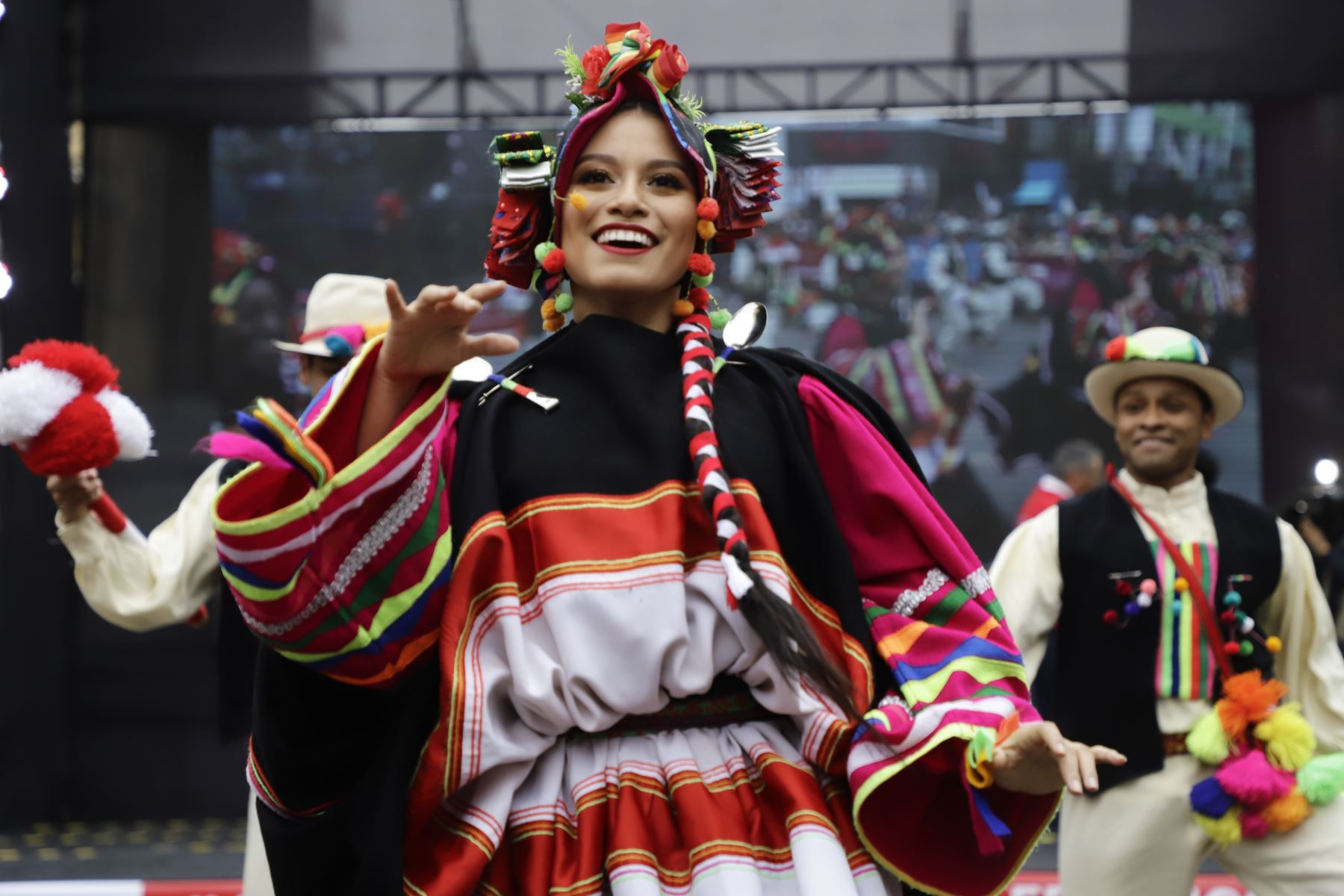 """Danza putina de la región Moquegua se exhibe en el  lanzamiento del evento """" Giras Bicentenario """" . Foto: MINCUL"""