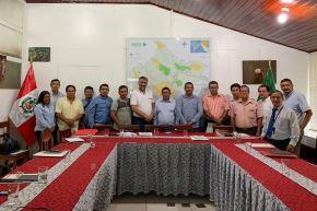 Viceministro de Gobernanza Territorial de la PCM, Raúl Molina, junto a autoridades de Loreto. Foto: Difusión.