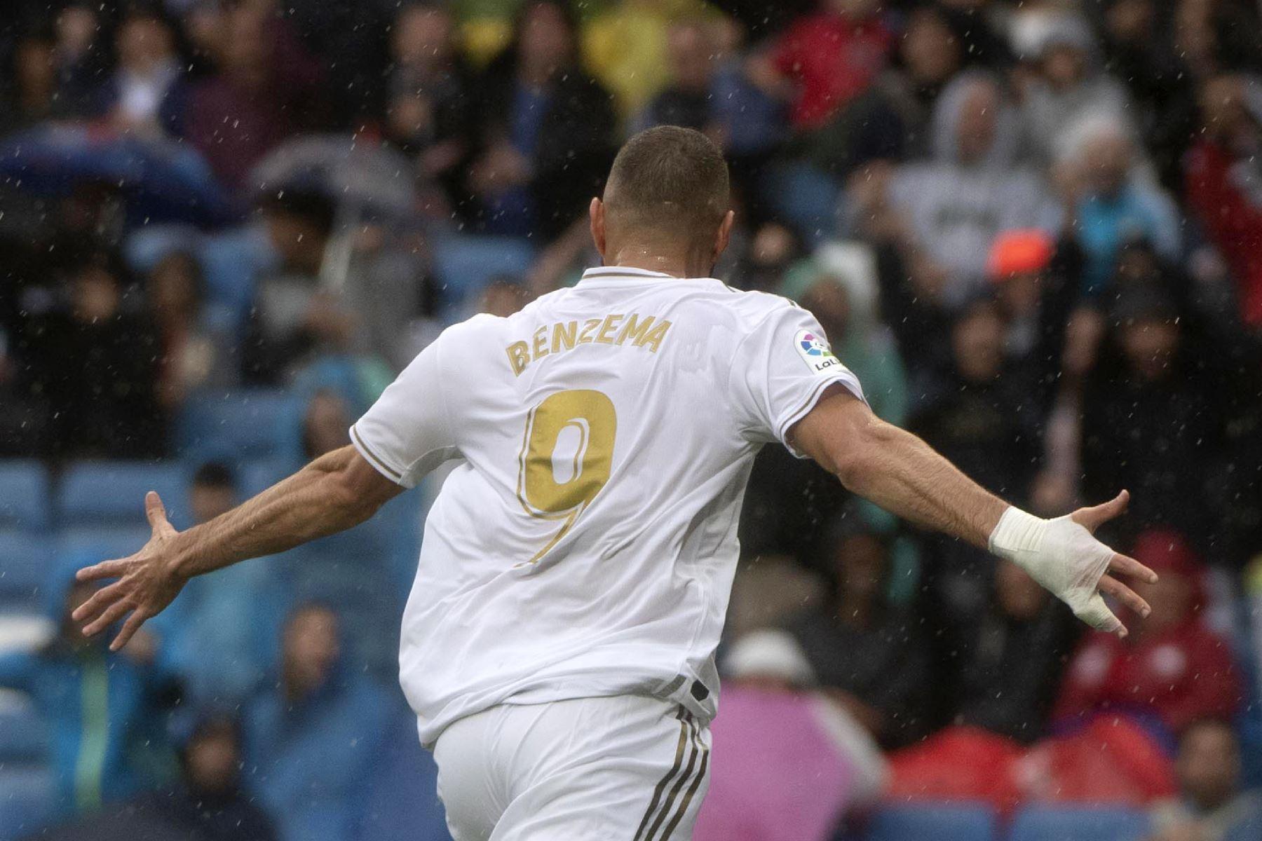 Real Madrid vence 3-2 al Levante con un doblete del delantero estrella Karim Benzema. Foto: AFP