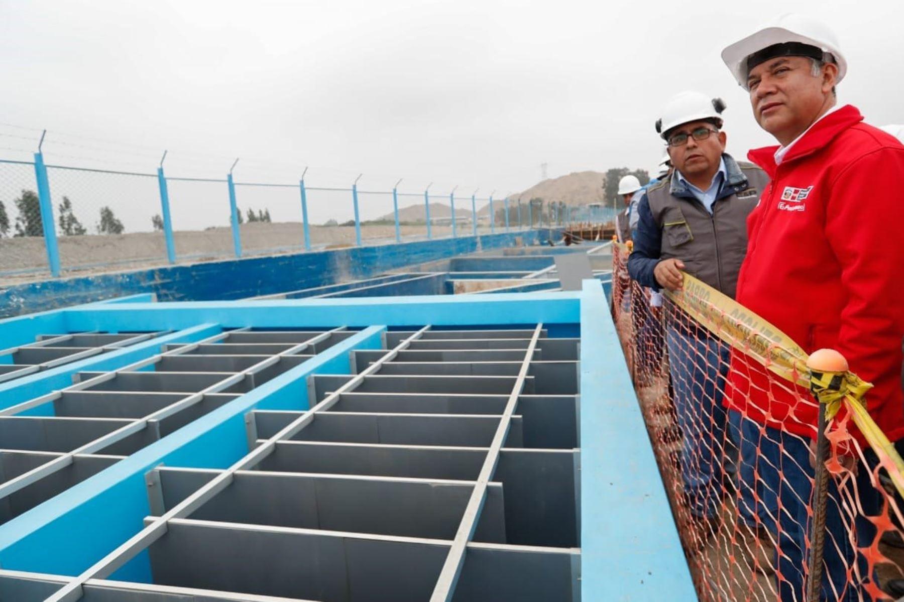 Ministro de Vivienda Construcción y Saneamiento Miguel Estrada entrega supervisa construcción de Planta de Agua Potable en Chincha