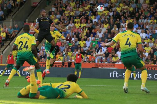 Manchester City perdió 3-2 ante Norwich City