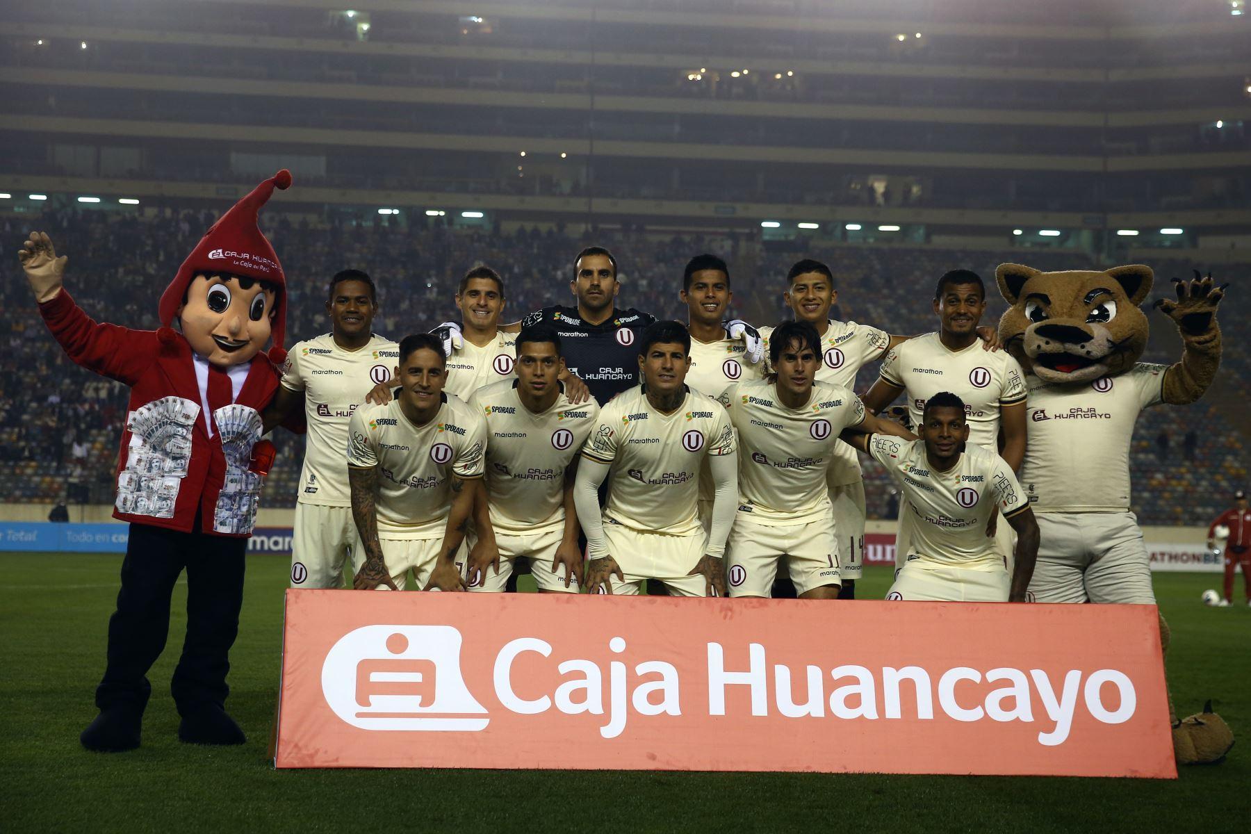 Equipo de Universitario que ganó 2-0 al  Binacional y  se convirtió en el líder  del Torneo Clausura del fútbol peruano 2019. Foto: ANDINA/Vidal Tarqui