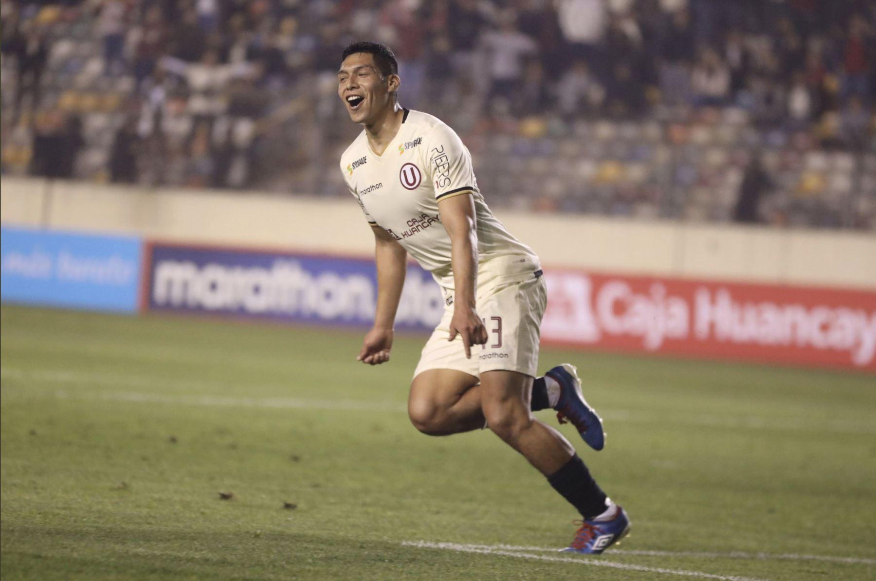Gerson Barreto anota  el segundo gol y aumenta el marcador para Universitario y vence 2 - 0 al Binacional FC, en el  estadio Monumental. Foto:ANDINA/TWITER UNIVERSITARIO .