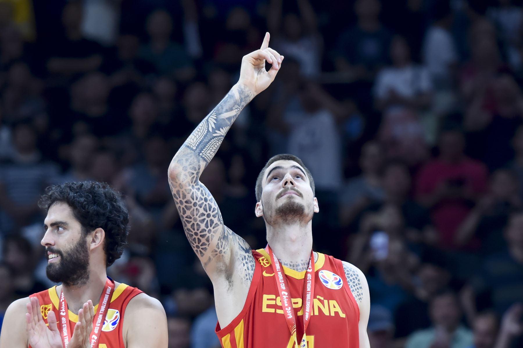 El español Juan Hernangomez hace un gesto después de la victoria de su equipo contra Argentina en el juego final de la Copa Mundial de Baloncesto en Beijing. Foto: AFP