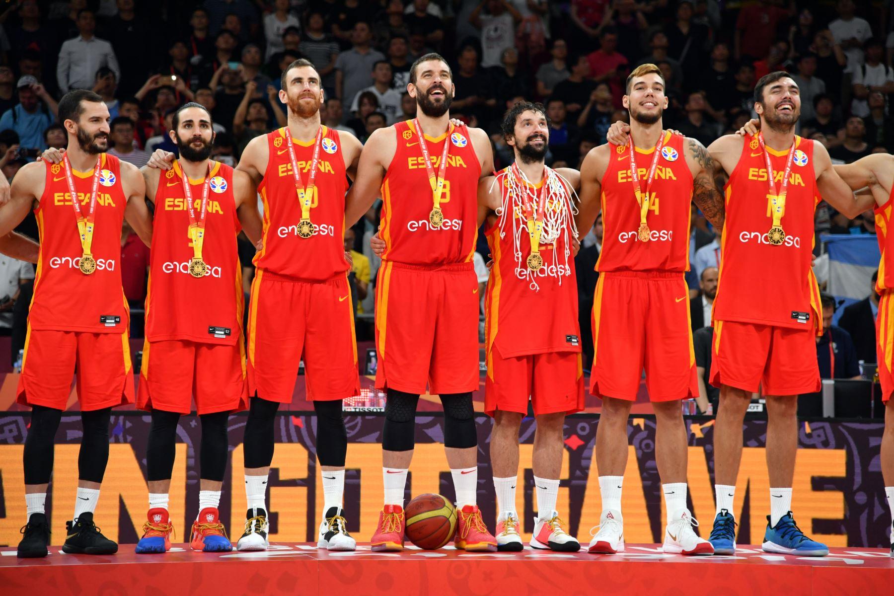 España  observa después del partido contra el Equipo Argentina durante las Finales de la Copa Mundial FIBA 2019 en el Cadillac Arena en Beijing, China.  Foto: AFP