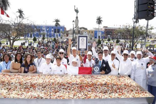 La alcachofa, uno de los principales productos de la agroexportación peruana, ingresó al libro de los Guinness World Records al alcanzar 784.53 kilos de ensalada de corazones de esta hortaliza, combinada con pimiento de piquillo, zanahoria y aceituna y salsa vinagreta.