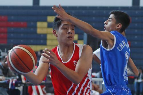 JDNE: Colegio Cristo Rey (Tacna, de uniforme rojo) suma su primera victoria en basquet varones Venció por 41 a 31 al equipo de la I.E. Seminario Jesús María (Amazonas, de uniforme azul). ) Pajuelo