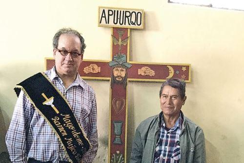 Historiador Ramón Mujica y maestro artesano Primitivo Evanan.
