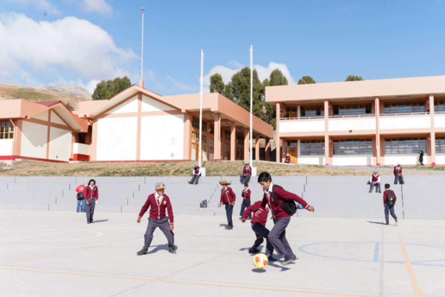 En los colegios Mariano Melgar y Nuestra Señora de Alta Gracia se han considerado mejoras respecto a los expedientes primigenios que harán posible garantizar la entrega de infraestructuras de calidad que beneficiarán a los actuales estudiantes y a las futuras generaciones del distrito de Ayaviri.