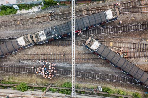 Ocho heridos tras descarrilamiento de tren en Hong Kong
