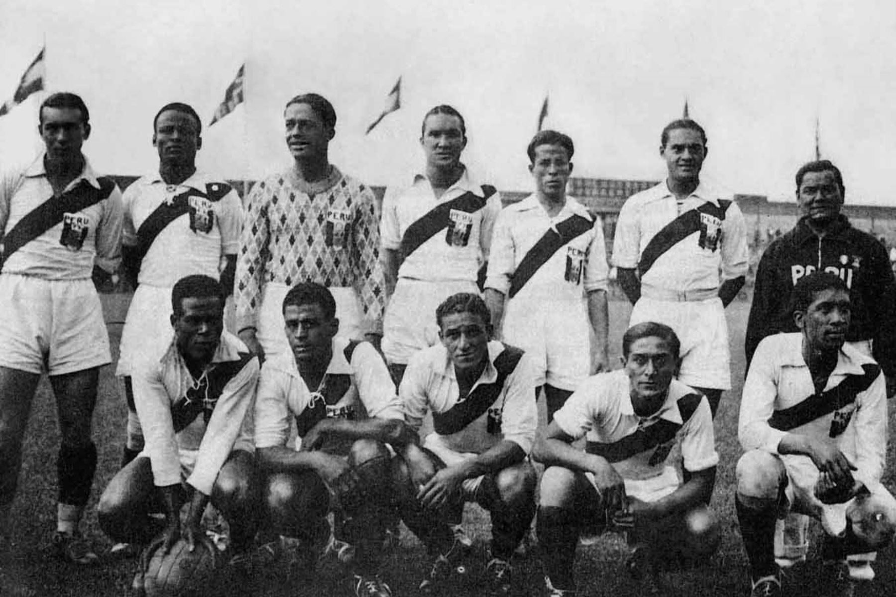 """"""" Lolo """" Fernandez jugó para  la Selección Peruana, jugó 32 partidos con la 'Bicolor' y marcó 24 goles.  Foto: Archivo diario el Peruano"""