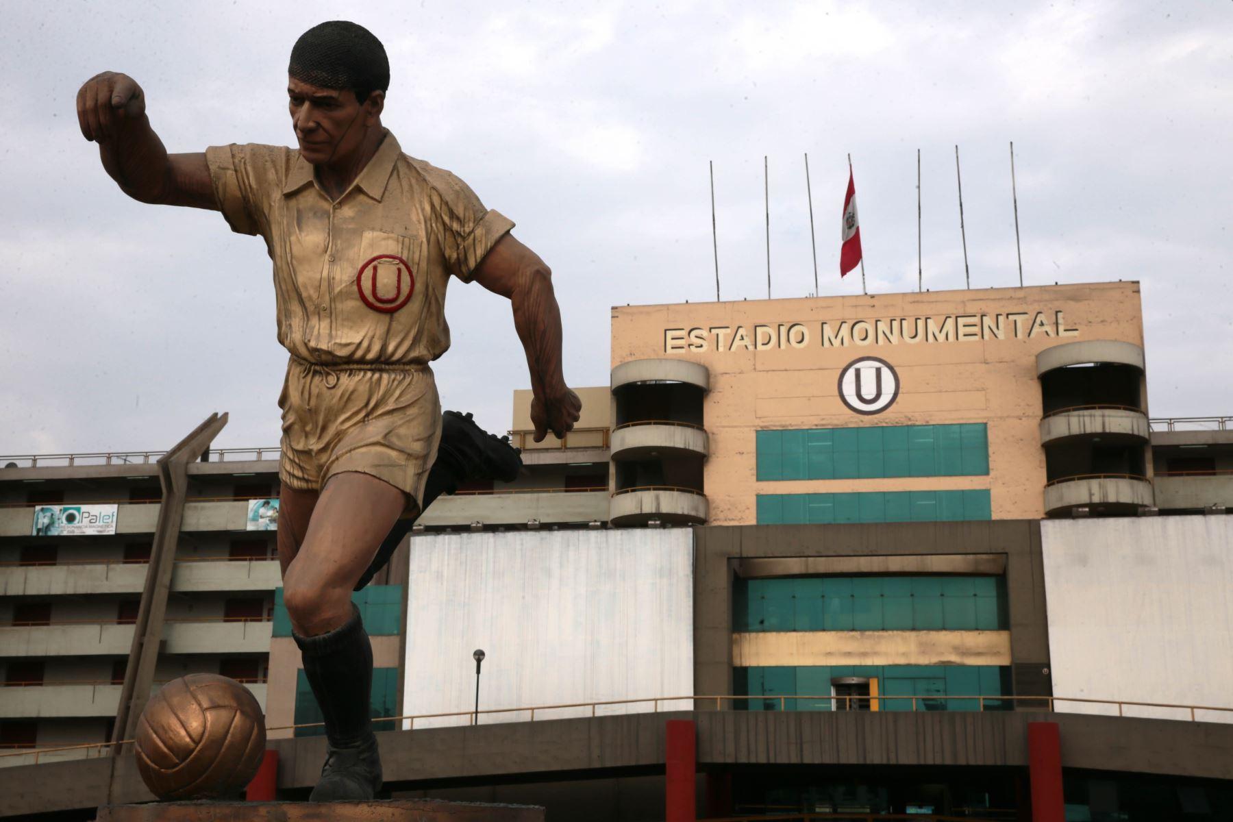 Estadio Monumental Universitario Lolo Fernandez , en honor a la figura maxima del equipo Universitario de Deportes. Foto: Archivo el Peruano
