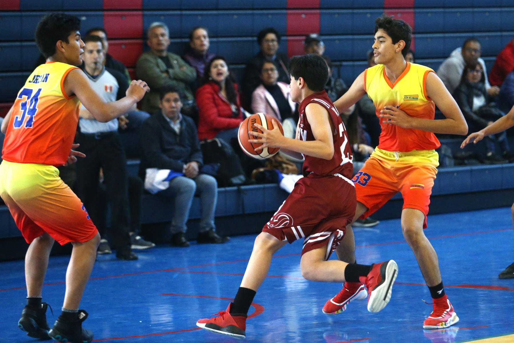 Colegio Davy (Cajamarca) disputa encuentro con el colegio Von Neuman de Huanuco en los Juegos Deportivos Escolares Nacionales desarrollado en el colegio La Recoleta de La Molina. Foto: ANDINA/Vidal Tarqui