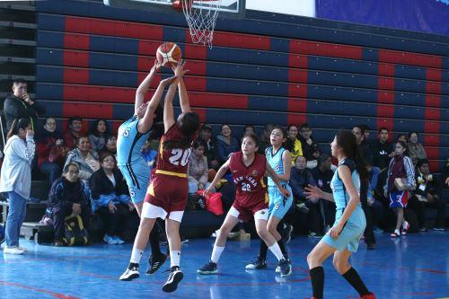 Juegos Escolares 2019: básquet femenino se desarrolla en el colegio La Recoleta de La Molina.
