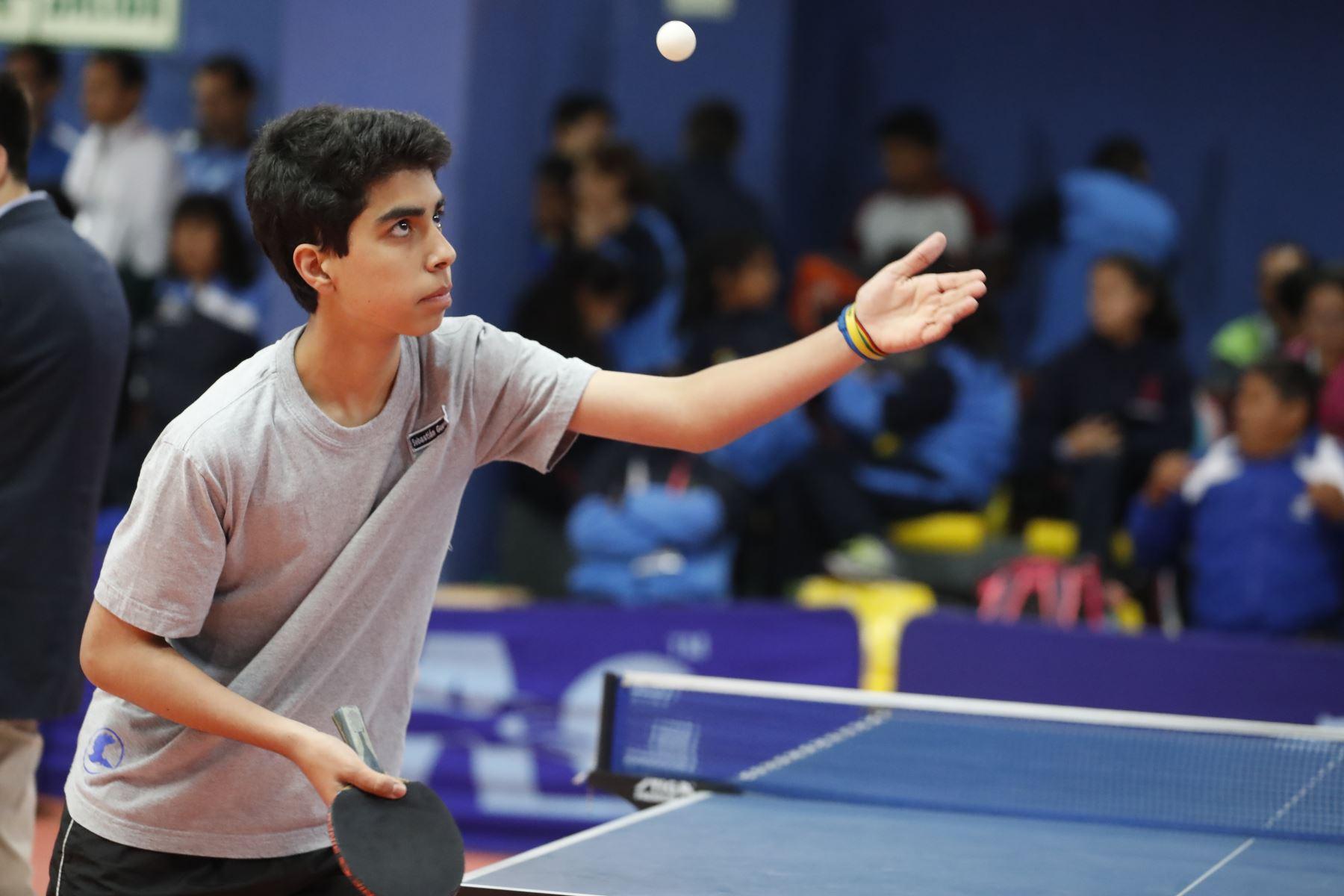 Armando Guevara Sujey del Colegio Santa Margarita de Lima participa en categoría Tenis de Mesa de los Juegos Escolares 2019. Foto: ANDINA/Renato Pajuelo