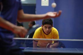 A su corta edad, Adrián cuenta con tres campeonatos por equipos en los Sudamericanos de tenis de mesa. Foto: ANDINA/Renato Pajuelo