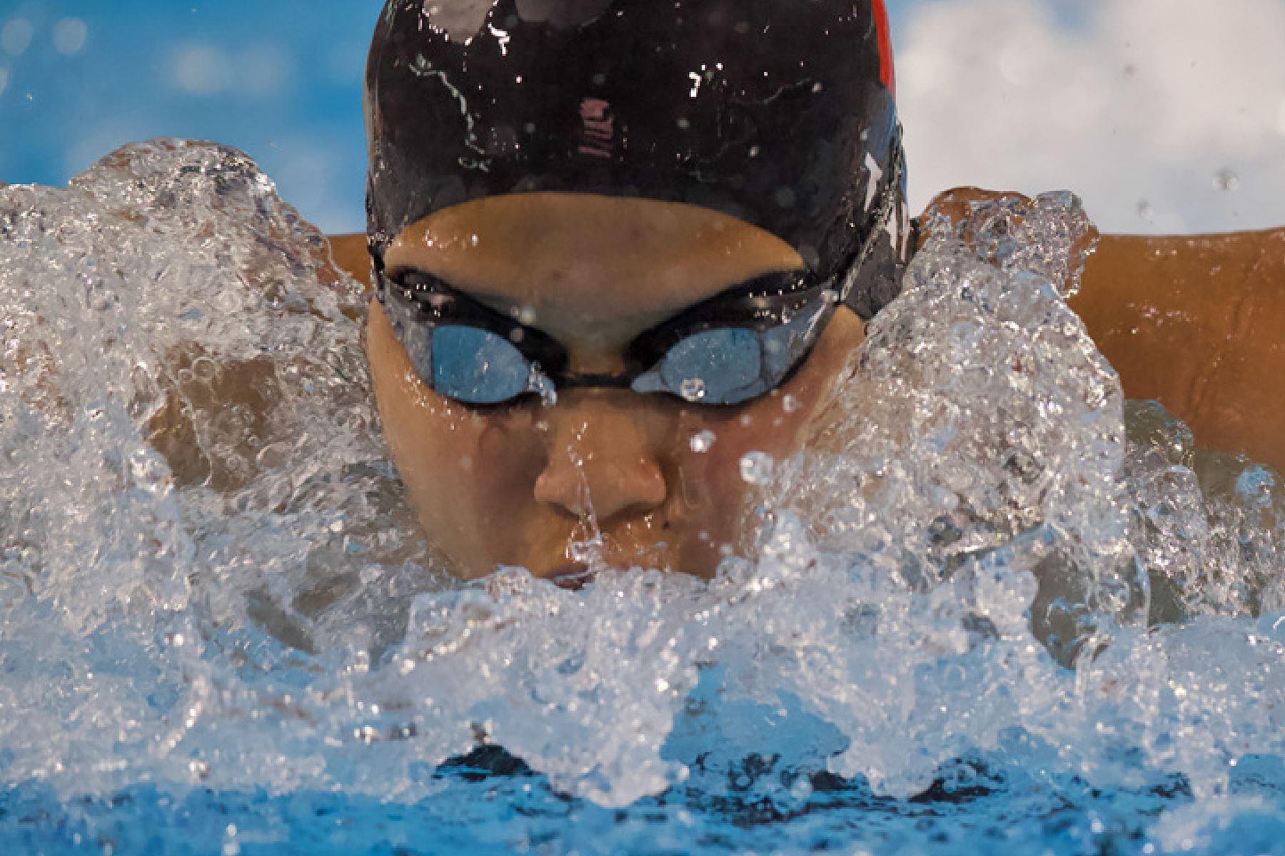 Nicole Tay Hospina  del Colegio La Salle de Lima gana la medalla de oro Mariposa 100m. por  los Juegos Deportivos Escolares Nacionales en el Centro Acuático de la Videna.Foto: ANDINA/ Carlos Lezama