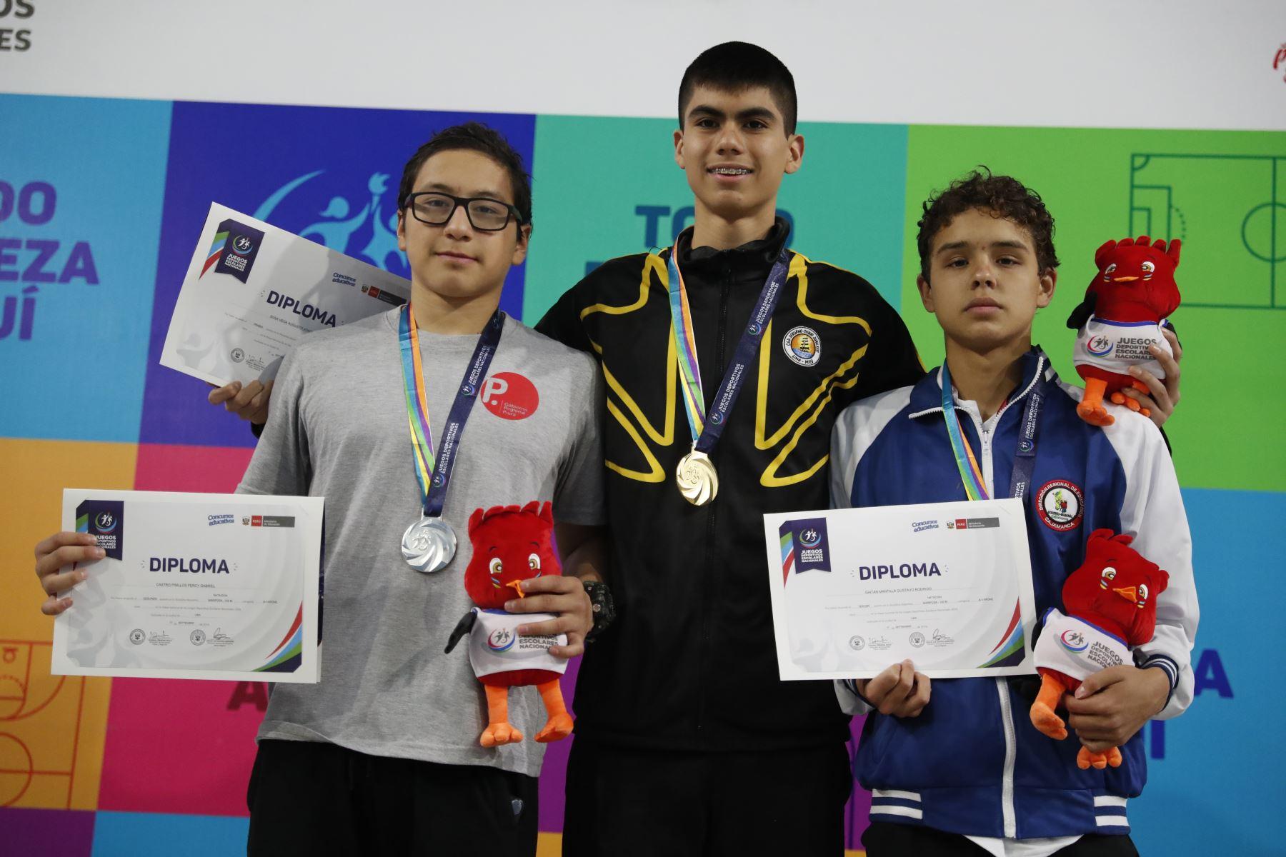 Joaquin Sosa gana la medalla de oro estilo mariposa durante los Juegos Deportivos Escolares Nacionales en el Centro Acuático de la Videna.Foto: ANDINA/ Carlos Lezama