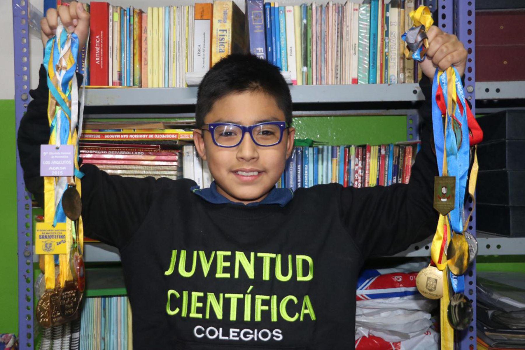 Mathías Ramírez Carranza. de solo 11 años de edad, ya tiene cuatro ingresos a la universidad