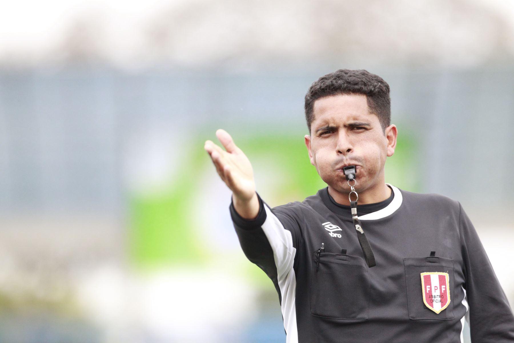Gian Carlo Marcoz Rossi, árbitro de fútbol  Foto: ANDINA / Juan Carlos Guzmán Negrini.