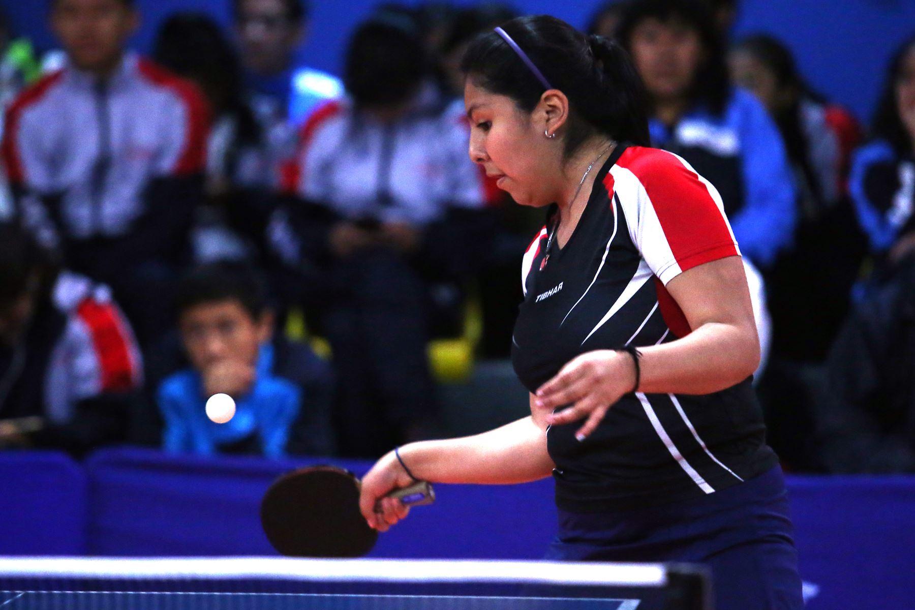 Andrea Luanna Becerra García del Colegio Santa Ana de Cusco participa en categoría Tenis de Mesa de los Juegos Escolares 2019. Foto: ANDINA/Vidal Tarqui