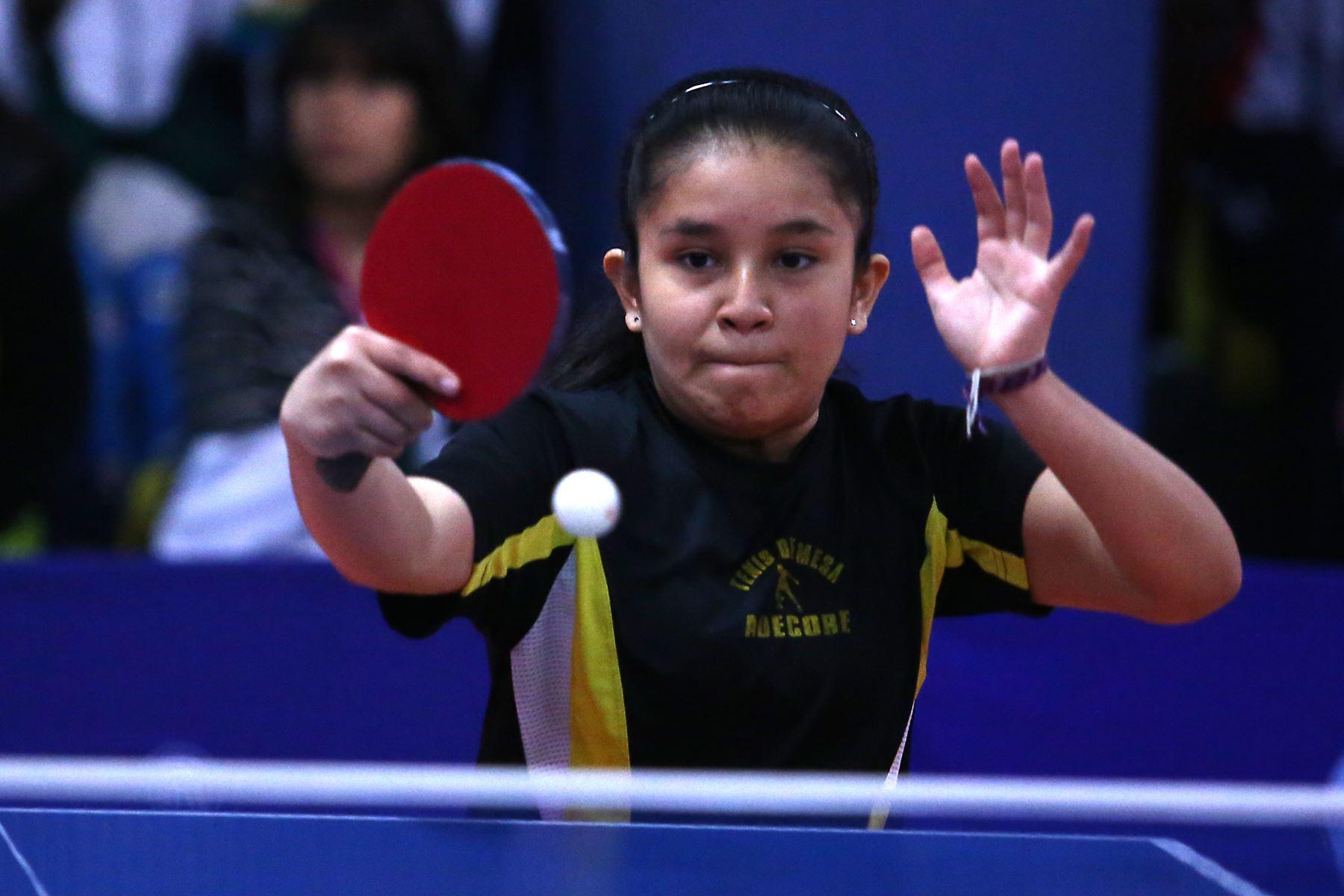 Pamela Carolina Mena Muñoz del Colegio Peruano Chino Juan XXIII de Lima participa en categoría Tenis de Mesa de los Juegos Escolares 2019. Foto: ANDINA/Vidal Tarqui
