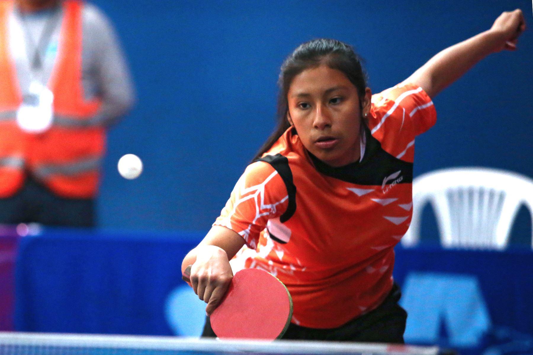Francesca Joana Escobedo Chuiso del Colegio Santa Ana de La Cusco participa en categoría Tenis de Mesa de los Juegos Escolares 2019. Foto: ANDINA/Vidal Tarqui