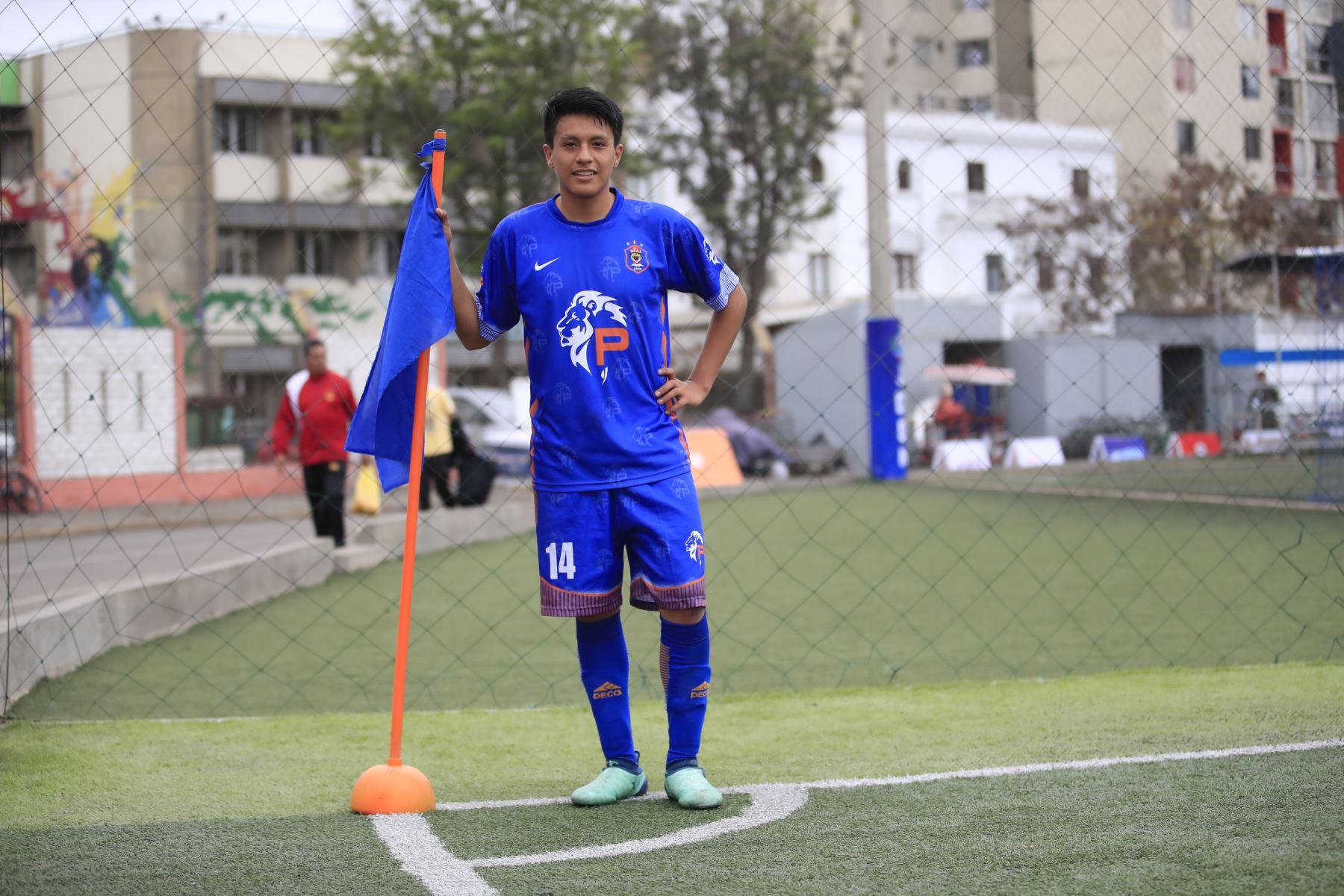Andy Medina, jugador del colegio Praxis Esperanza de Junín en el marco de los Juegos Deportivos Escolares, sede Campo de Marte   Foto: Andina/Juan Carlos Guzman Negrini