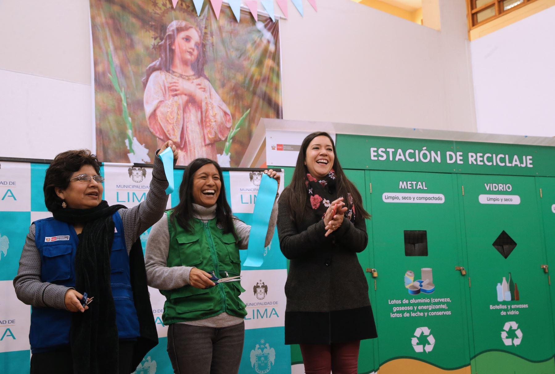 Sonia Araníbar Directora General de Gestión Ambiental del MINAM  ,Ximena Giraldo Gerente de Servicios de la Ciudad y Gestión Ambiental de MML y Paloma Roldan ONG ciudad saludable  .Foto: ANDINA/Norman Córdova