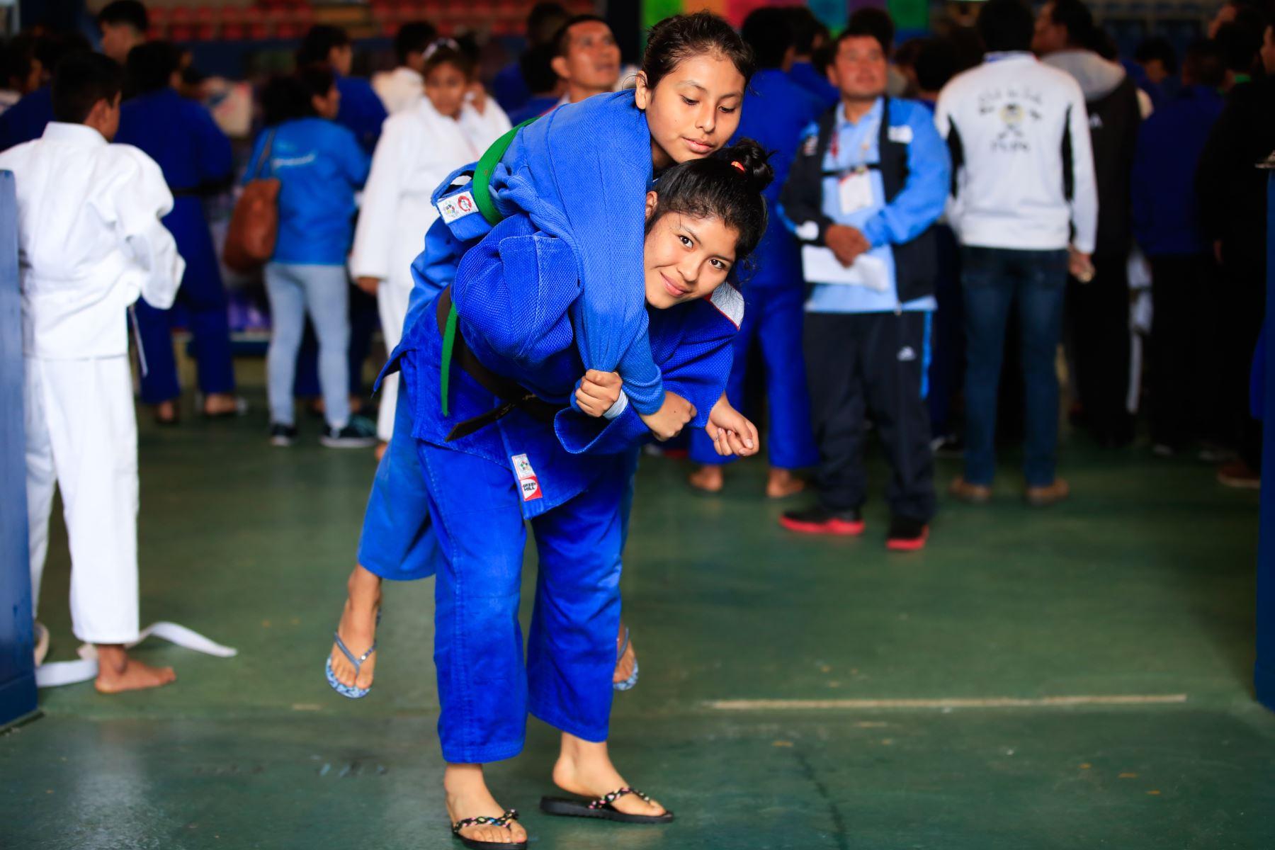 Angie Vizcarra Amesquita, campeona nacional de judo y tercera mejor judoka de Sudamérica competidora de los Juegos Deportivos Escolares Nacionales, Judo Mixto.   Foto: Andina/Juan Carlos Guzmán Negrini
