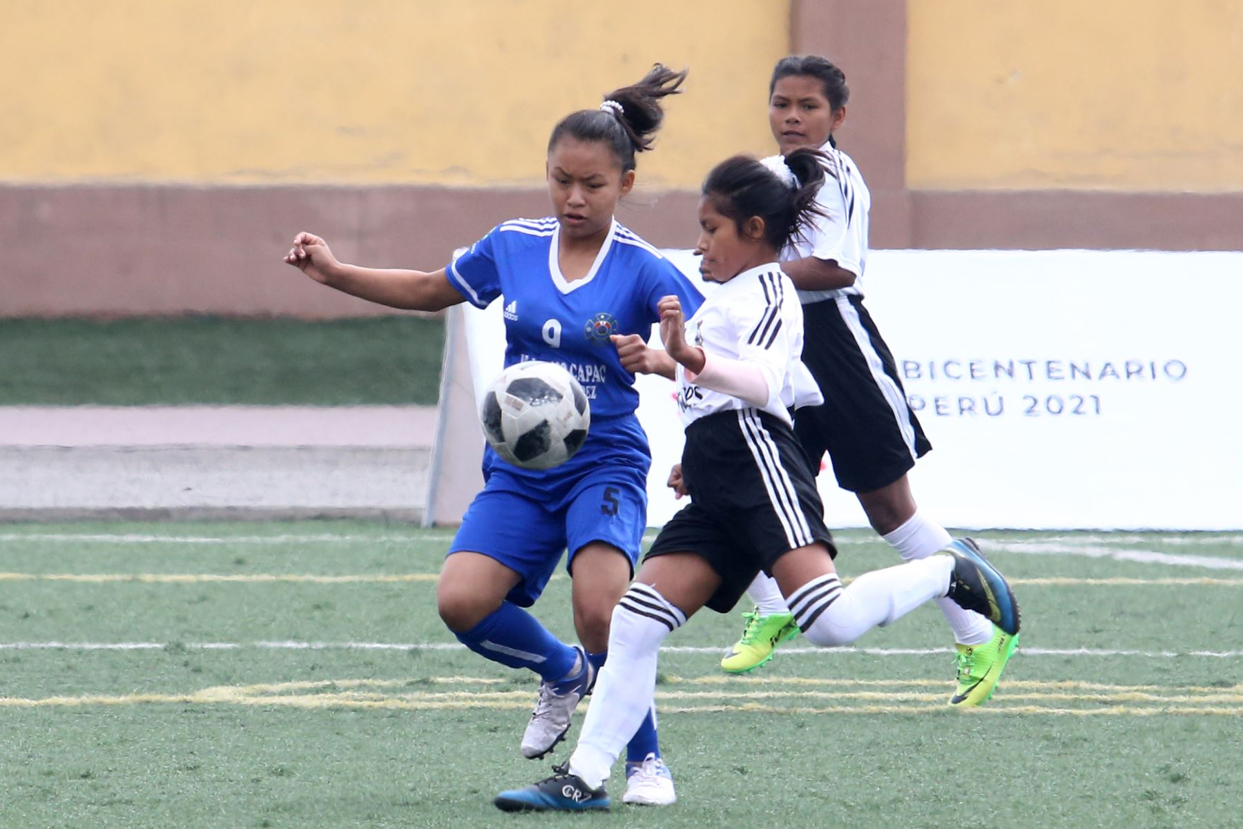Colegios de Cusco vs Cerro de Pasco participa en categoría Futbol de mujeres los Juegos Escolares 2019.  sede Bartolomé Herrera. Foto: ANDINA/Vidal Tarqui