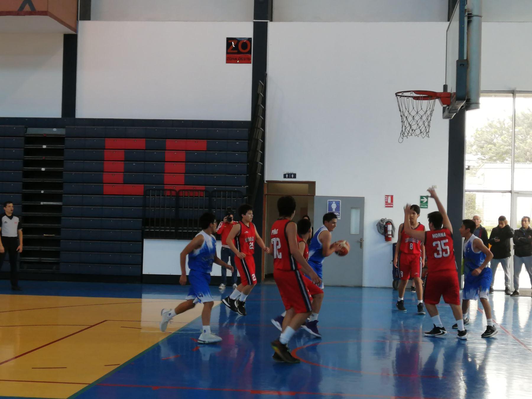 Colegio Sagrados Corazones Recoleta (de uniforme color rojo) llega invicto y disputará por primera vez el campeonato nacional de los Juegos Deportivos Escolares 2019. Foto : Luis Zuta