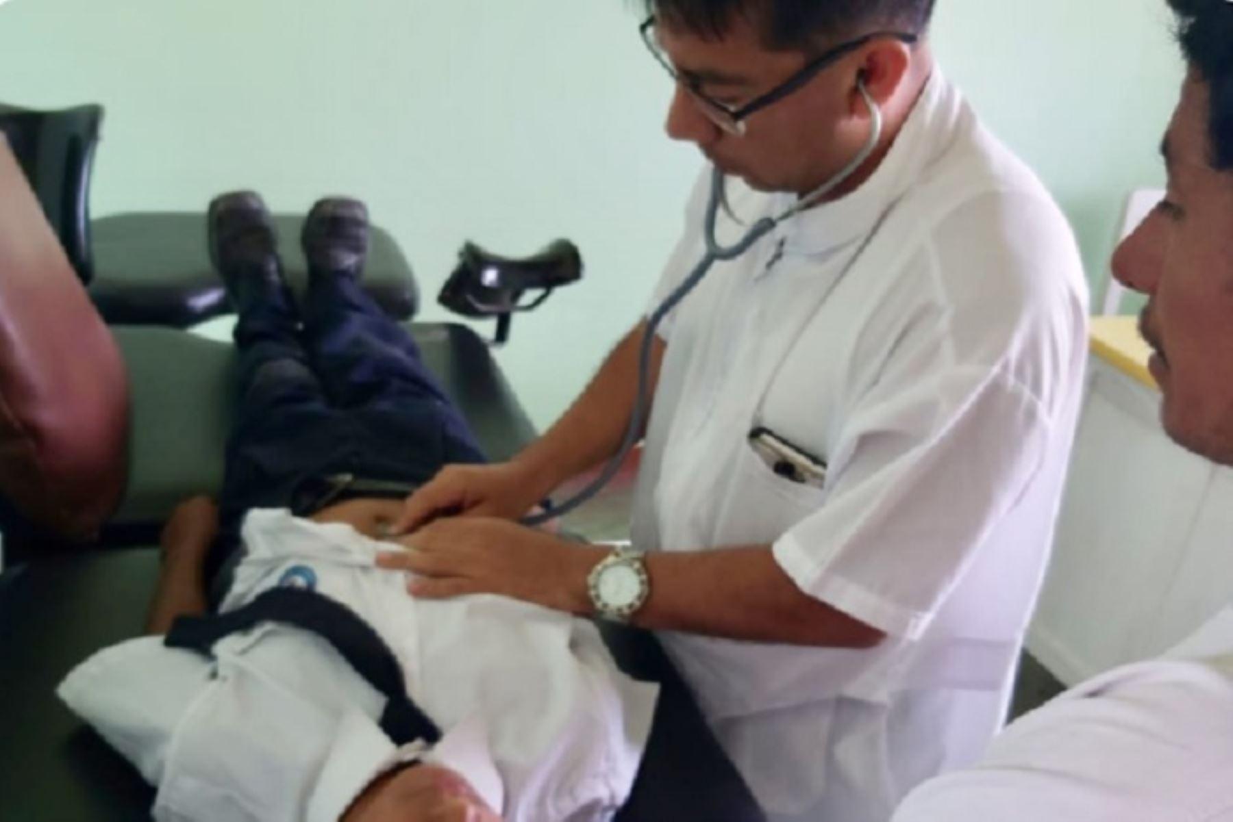 Con rápida intervención del personal de salud de la Gerencia Regional de Salud Lambayeque, se logró atender a un aproximado de 55 niños y 18 adultos con diagnóstico de enfermedad diarreica por intoxicación alimentaria. Los afectados, proceden del centro poblado Cuculí del distrito de Chongoyape, en la provincia de Chiclayo.