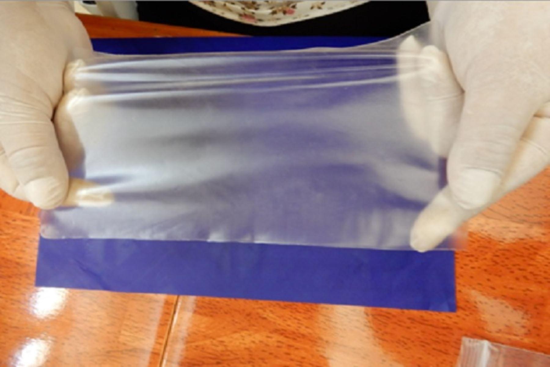 En Arequipa un grupo de investigadores han desarrollado la producción de bolsas de plástico a base de almidón de papa, que bien podrían reemplazar las bolsas de plástico de un solo uso que tanto daño hace al ecosistema.
