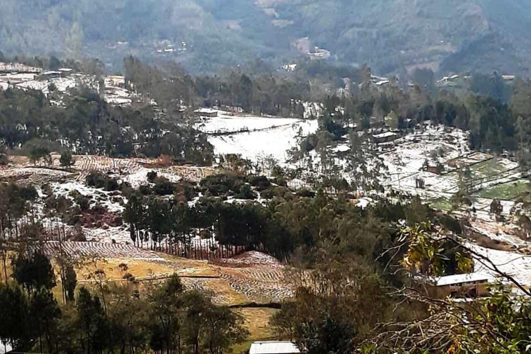 Una fuerte lluvia, acompañada de granizo, se presentó en la provincia de Chota, región Cajamarca.