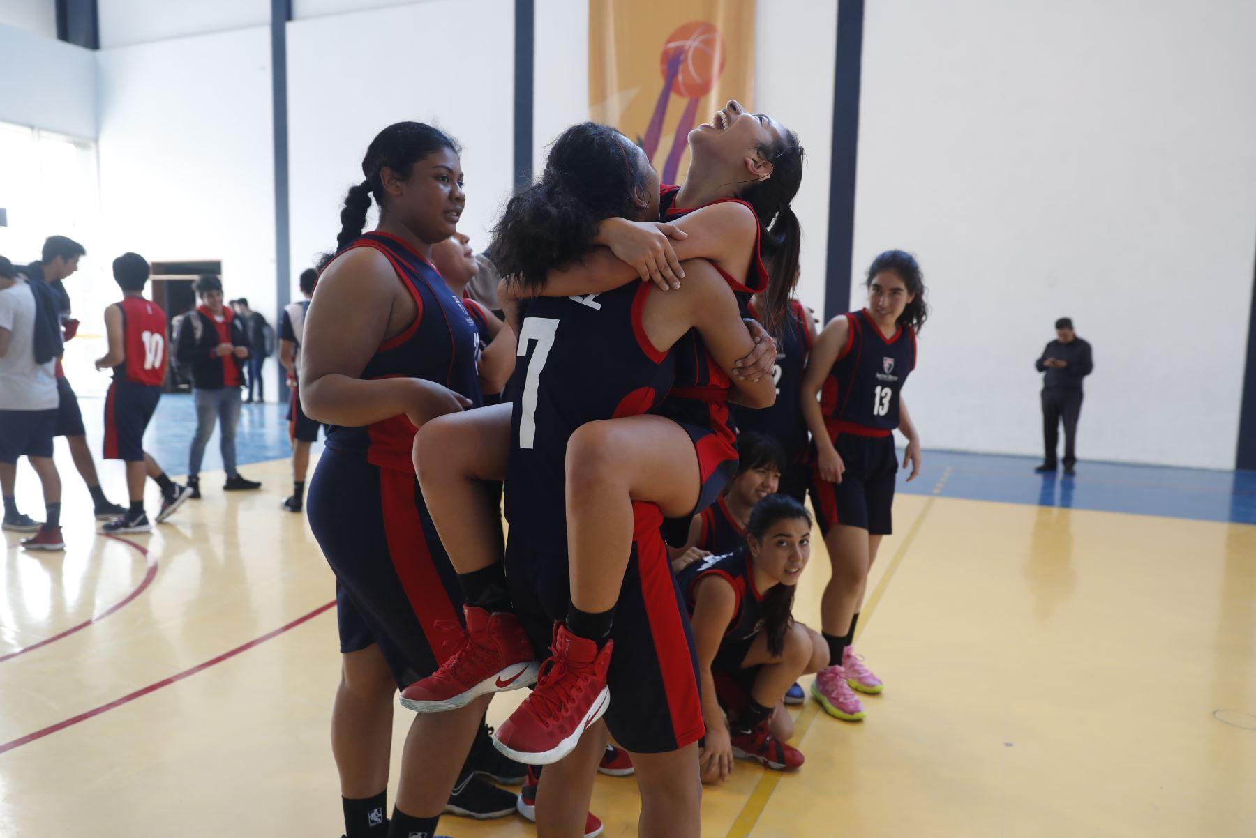 Colegio San José Obrero Maristas de Trujillo celebra victoria tras vencer a Colegio San Pedro Pascual de Arequipa en final de los Juegos Deportivos Escolares Nacionales 2019. Foto: ANDINA/Renato Pajuelo