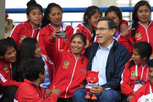 Presidente Martin Vizcarra asiste a los Juegos Deportivos Escolares