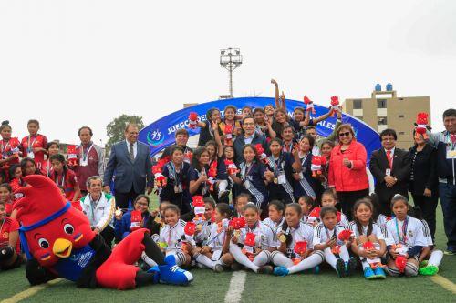 Juegos Escolares: Presidente Vizcarra premia a las ganadoras