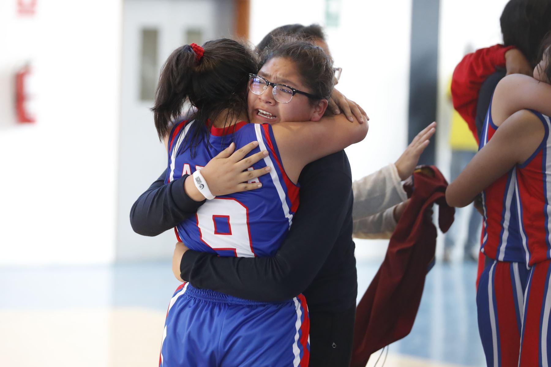 Colegio Padre Damian de Arequipa obtuvo la medalla de oro en básquet en los Juegos Deportivos Escolares Nacionales 2019, sede La Recoleta. Foto: ANDINA/Renato Pajuelo