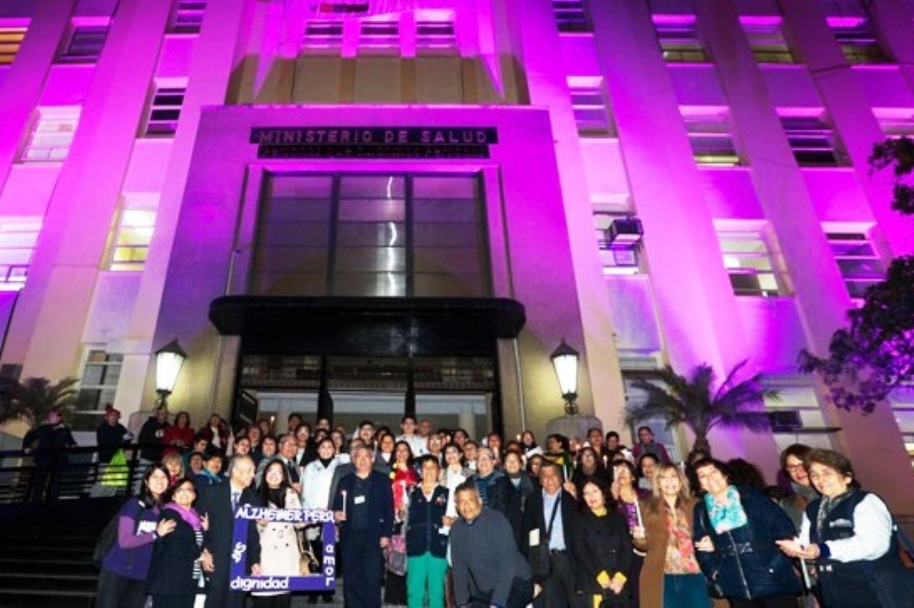 Minsa se iluminó de morado por el Día Mundial del Alzhéimer. Foto: ANDINA/difusión.