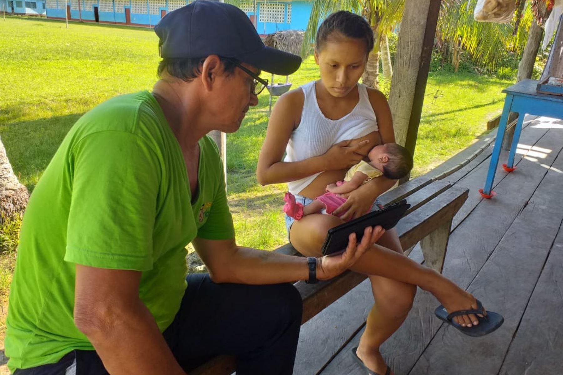 """Reconocen a programa peruano de salud materna """"Mamás del río"""" presente en Loreto"""