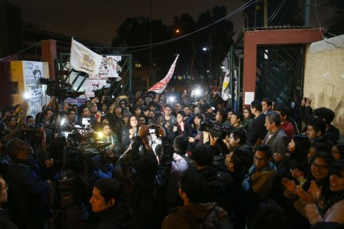 Los estudiantes de la UNMSM, levantan su medida de fuerza y reabren las puertas de la Decana de América