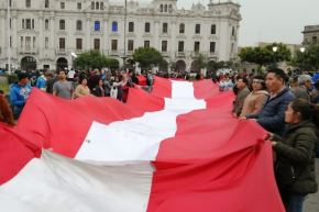 """Plantón """"Que se vayan todos"""" en apoyo a nuevas elecciones, en la Plaza San Martin, contó con la participación de organizaciones de la sociedad civil y partidos políticos.Foto:ANDINA/Martin Villena"""