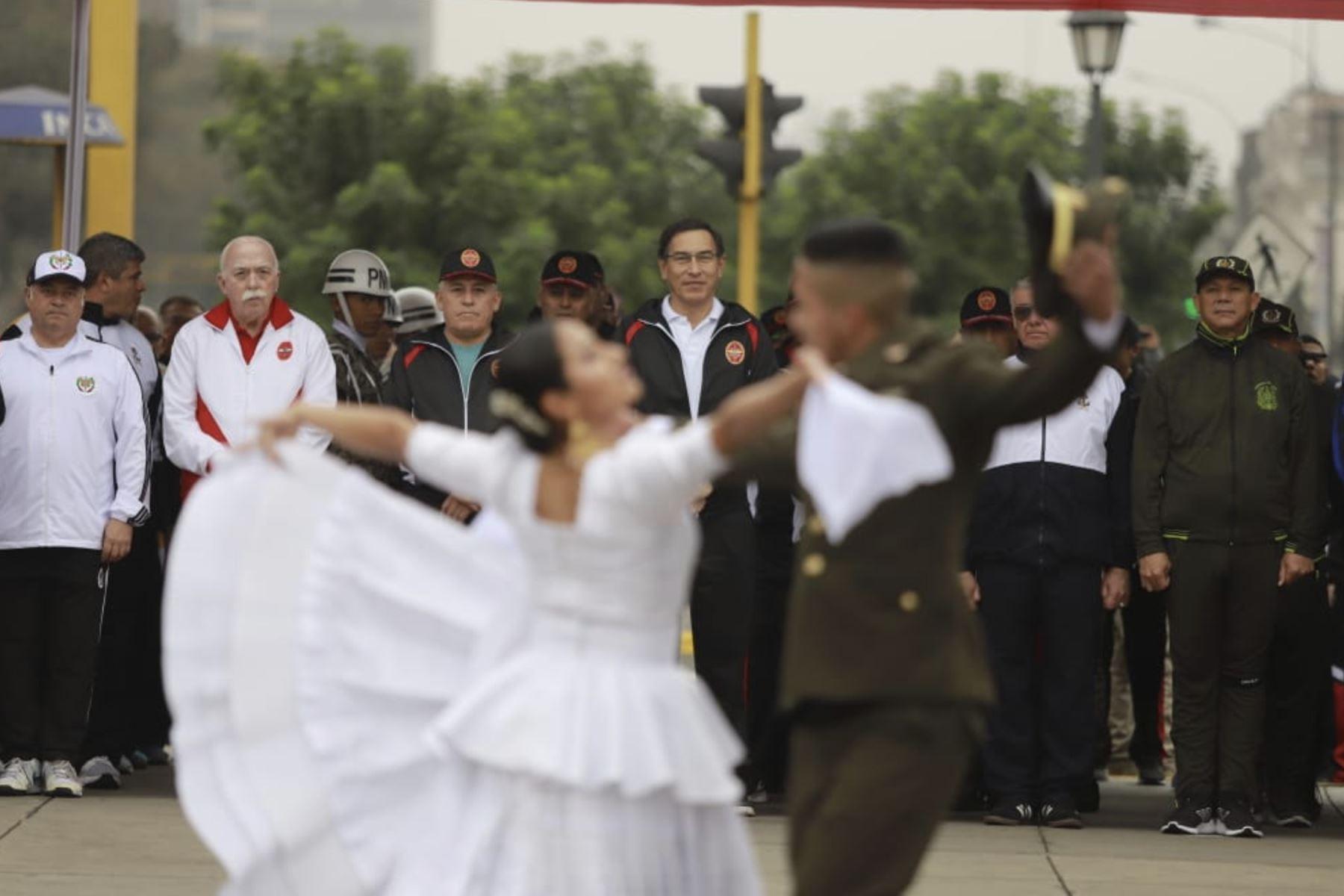 El presidente de la República, Martín Vizcarra, participa en la ceremonia de inicio de la XVII edición de la Carrera Cívico Militar 7.5K, la cual forma parte de las actividades por el Día de las Fuerzas Armadas. Foto: ANDINA/Prensa Presidencia