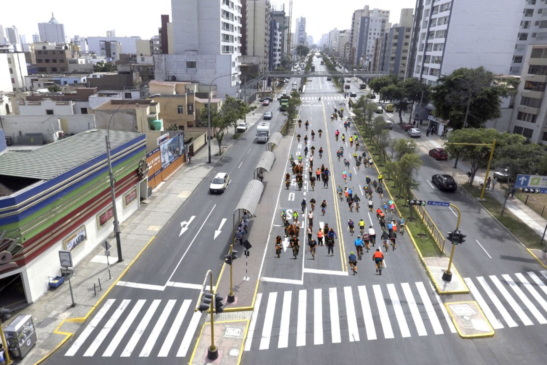 Peatones tendrán la exclusividad del carril central de la avenida Brasil todos los domingos. Foto; Andina/Difusión
