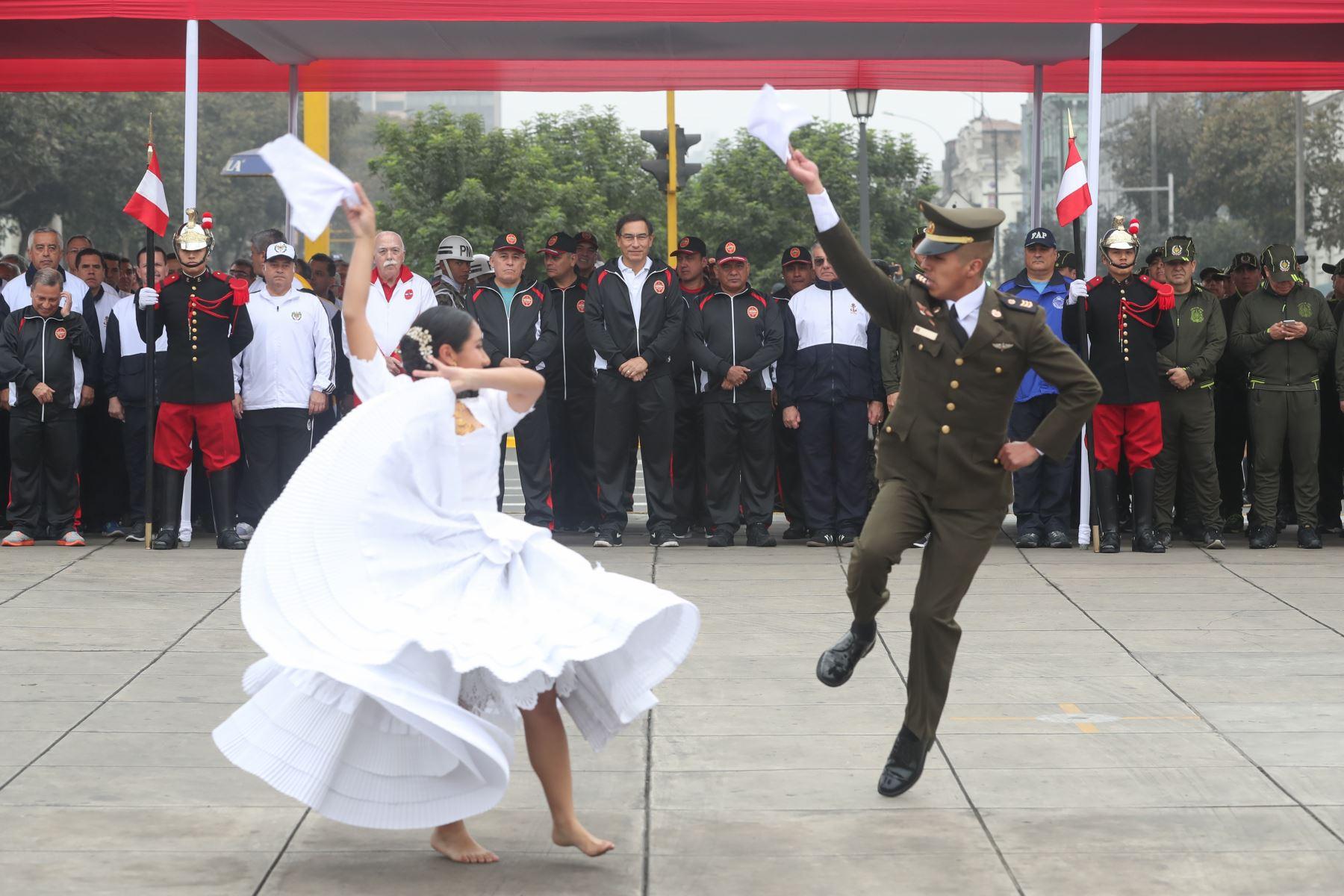 El presidente de la República, Martín Vizcarra, participa en la ceremonia de inicio de la XVII edición de la Carrera Cívico Militar 7.5K, la cual forma parte de las actividades por el Día de las Fuerzas Armadas. Foto: ANDINA/Mindef