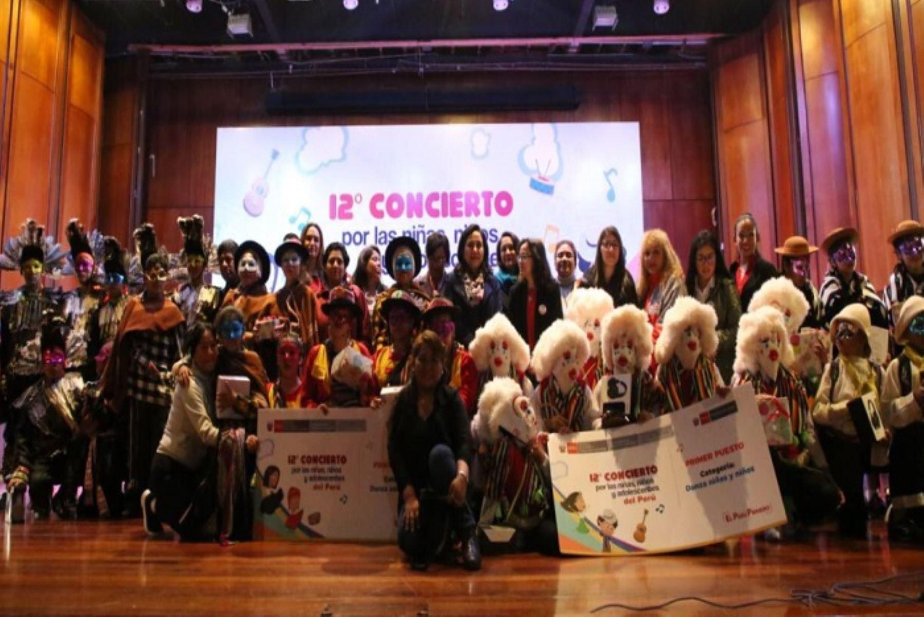 """El 12° """"Concierto por las niñas, niños y adolescentes del Perú"""", organizado por el Ministerio de la Mujer y Poblaciones Vulnerables (Mimp) con el apoyo del Ministerio de Cultura, que congregó a más de 100 residentes de 13 Centros de Atención Residencial (CAR) del país, a cargo del Programa Integral Nacional para el Bienestar Familiar (Inabif)."""
