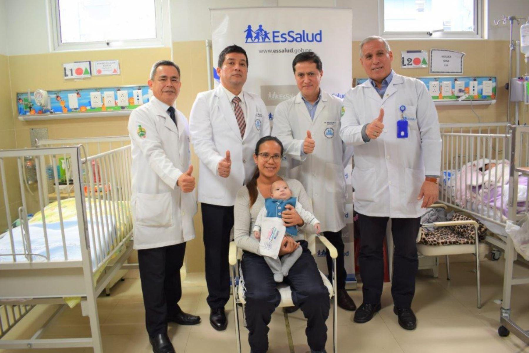 Médicos de Essalud logran salvarle la vida a bebé que nació con malformación congénita. Foto: Andina/Difusión