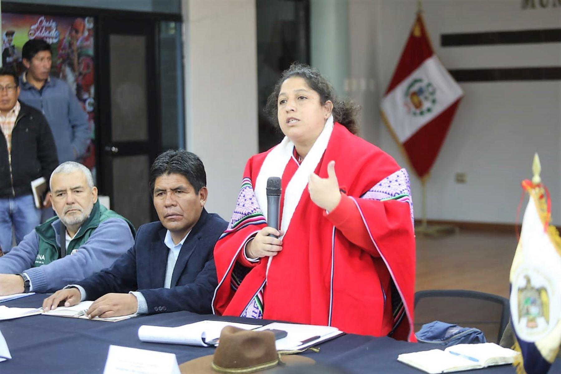 Ministra Fabiola Muñoz destacó los acuerdos logrados  hoy en el grupo de trabajo de inversión y desarrollo en Espinar.
