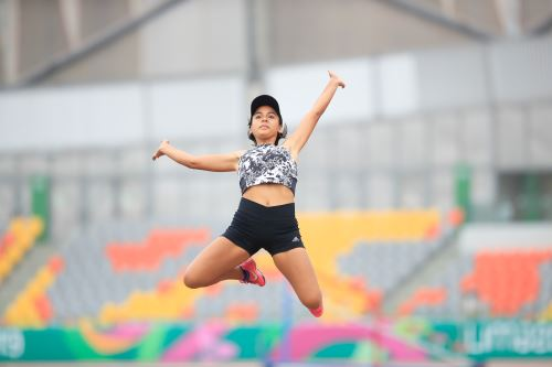 La piurana Gabriela Posavac se coronó tricampeona nacional en salto. ANDINA/Juan Carlos Guzmán